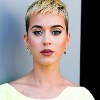 Katy-Perry-zwdia-didimoi-kokones